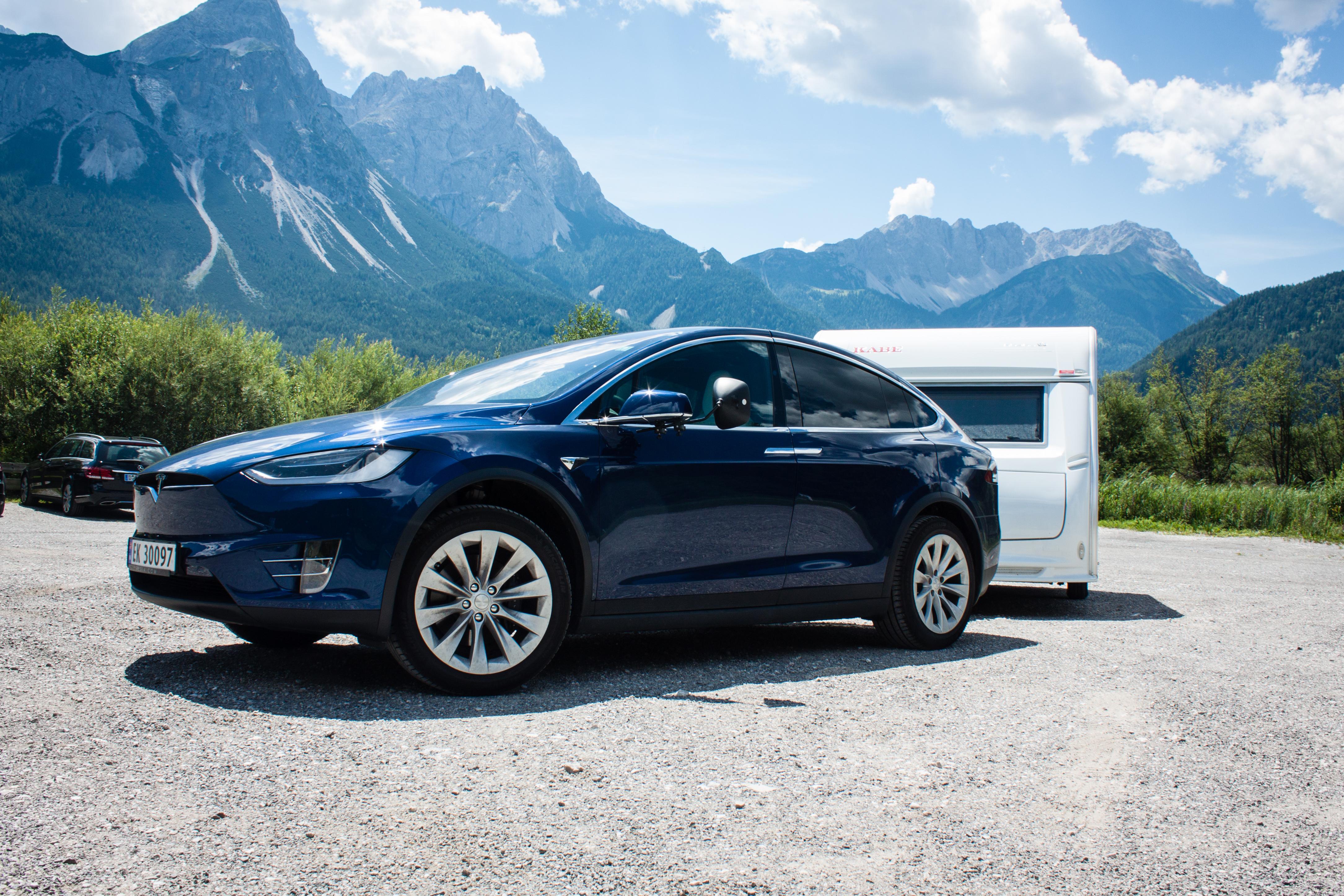 44aadfb6c5 Tesla Model X towing Kabe Caravan - Thomas Bensmann